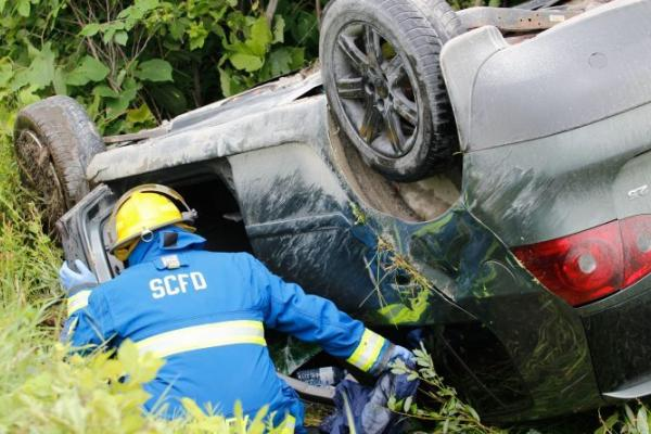 Car crashes into ditch near Shawville Giant Tiger