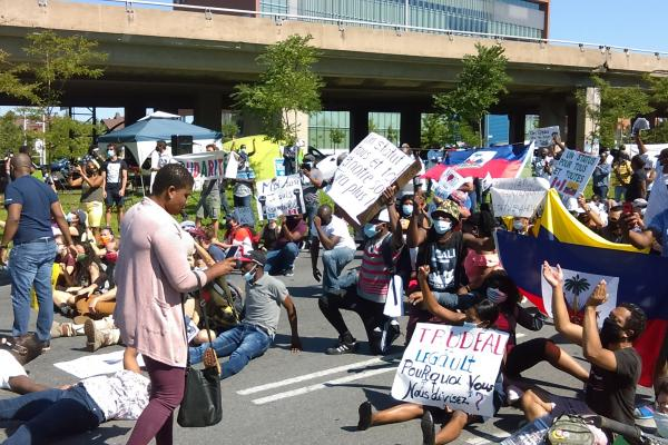 Protest for a comprehensive program of regularization for everyone living without permanent immigration status