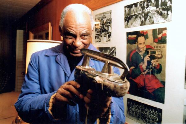 Herb Carnegie belongs in Hockey Hall of Fame, family says