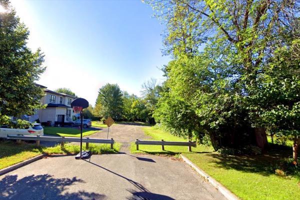 No paving on Patrick St., complains a fed-up Laval-Les Îles home-owner