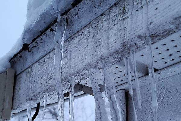 When is it time to remove snow from your roof?