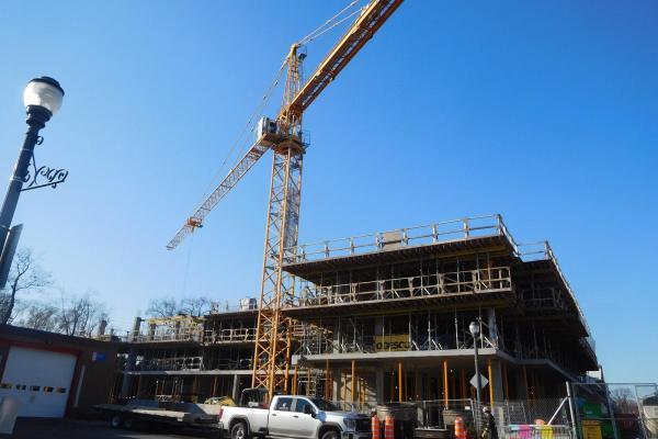 Rental condo project rising on Avenue Maguire
