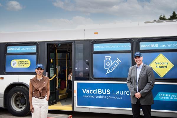 VacciBUS gets a ministerial visit!
