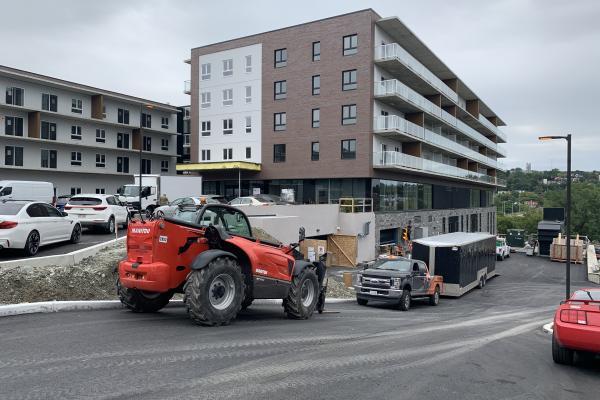Terrasses Bowen open despite construction